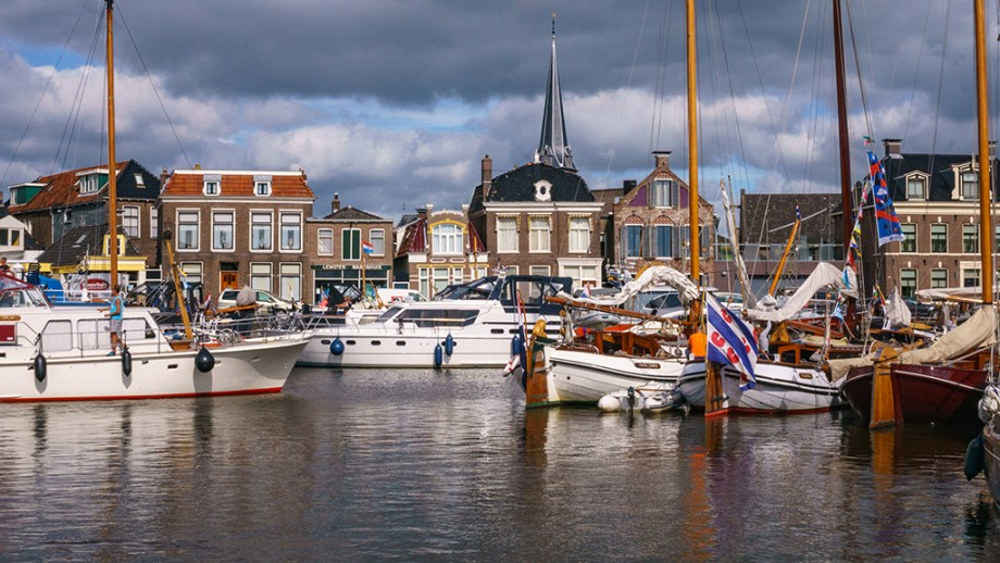 Best day trips from Leeuwarden, The Netherlands | Things to do Friesland | Cities to visit Friesland Netherlands | Lemmer | Visiting The Dutch Countryside | You are going to spend a few days in Leeuwarden, Friesland and am looking at the best day trips you should take from Leeuwarden, The Netherlands? Then this is your perfect article.