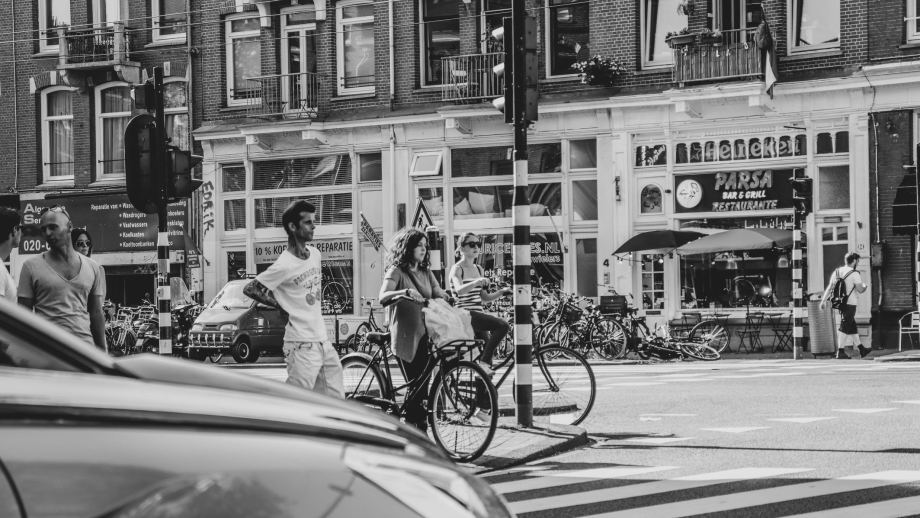 Do you need advice on the tips and cycling rules of The Netherlands? Don't look any further. I, a Dutch local, will help you out for a safe rexperience. | Everything you should know about cycling in the Netherlands | The best tips and rules for a safe cycling experience in The Netherlands by a local | Visiting The Dutch Countryside