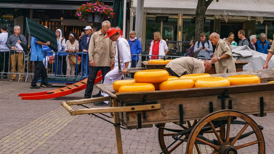 Things to do in Alkmaar | Best cheese markets to visit in The Netherlands | Visiting The Dutch Countryside travel blog about The Netherlands