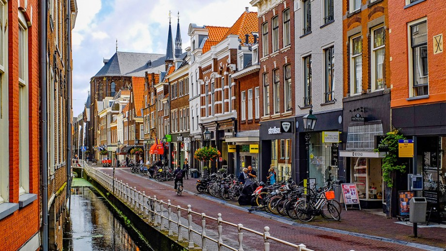 Best things to do in Delft The Netherlands | the hague to delft | delft porselain factory tour | delft what to do | delft best attractions