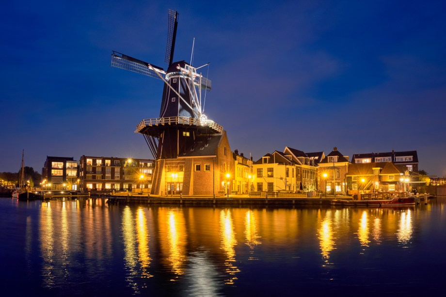Best Christmas market of The Netherlands | Things to do in Haarlem in December | What to do at the Christmas market of Haarlem | Things to do in Haarlem| Dmitry Rukhlenko - stock.adobe.com