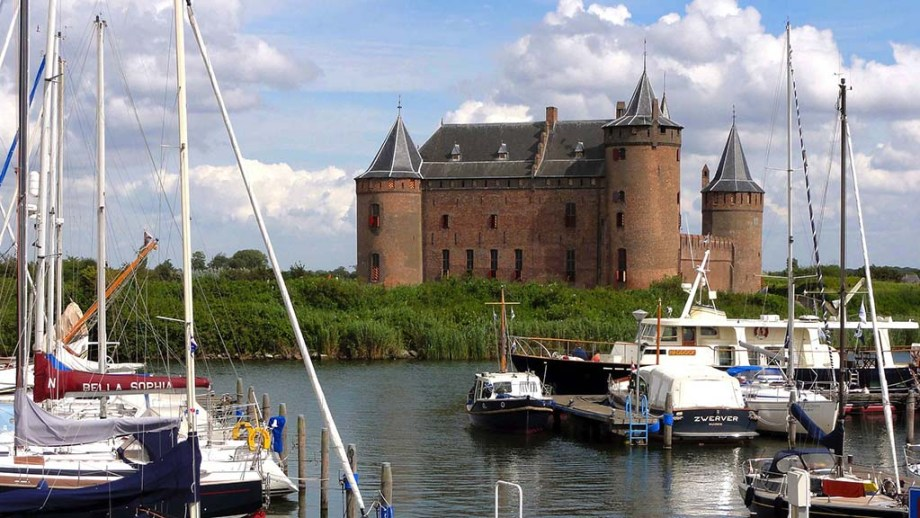 Top Dutch must see castles to visit during Kastelendag. Visit unknown castles that usually stay closed for public.