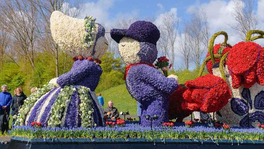 Girl and boy in one of the traditional Dutch costumes during the flower parade in sassenheim, lisse and noordwijkerhout during the bollenstreek bloemencorso in The Netherlands