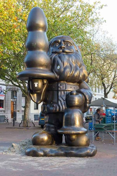 Gnome buttplug on Eendrachtsplein, Rotterdam: Originally as protest art against the commercial value of santa claus.