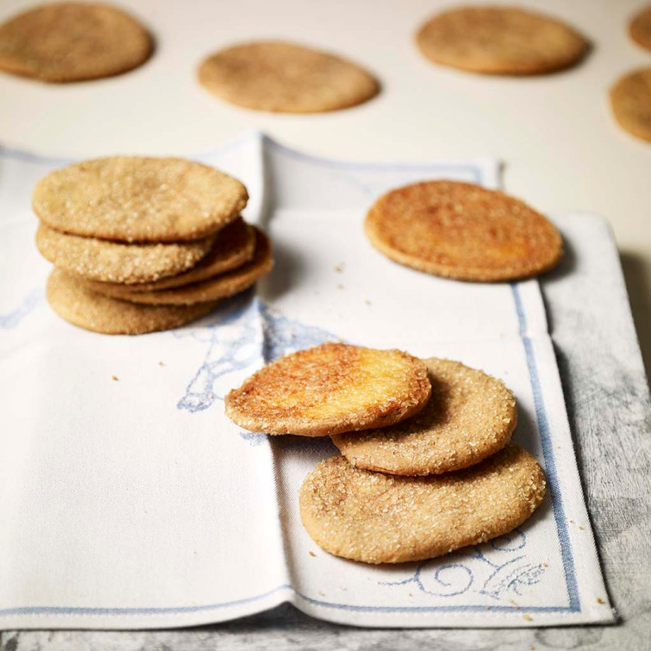 A photo of crispy and flat Dutch cookies, called Arnhemse Meisjes: from the city of Arnhem