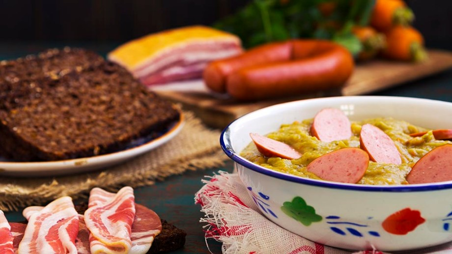 Hearty traditional Dutch pea soup with smoked sausage, rye bread and bacon. Or: 'erwtensoep met rookworst, roggebrood en spek'.