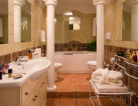 Colonna Resort Room_Bathroom