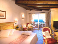 Colonna Resort Room_StandSeaView