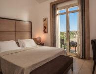 Pelican Comfort_room-Balcony_sea_side