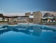 Nuraghe vista ristorante da piscina