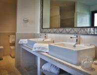 28Room_Suite_bathroom