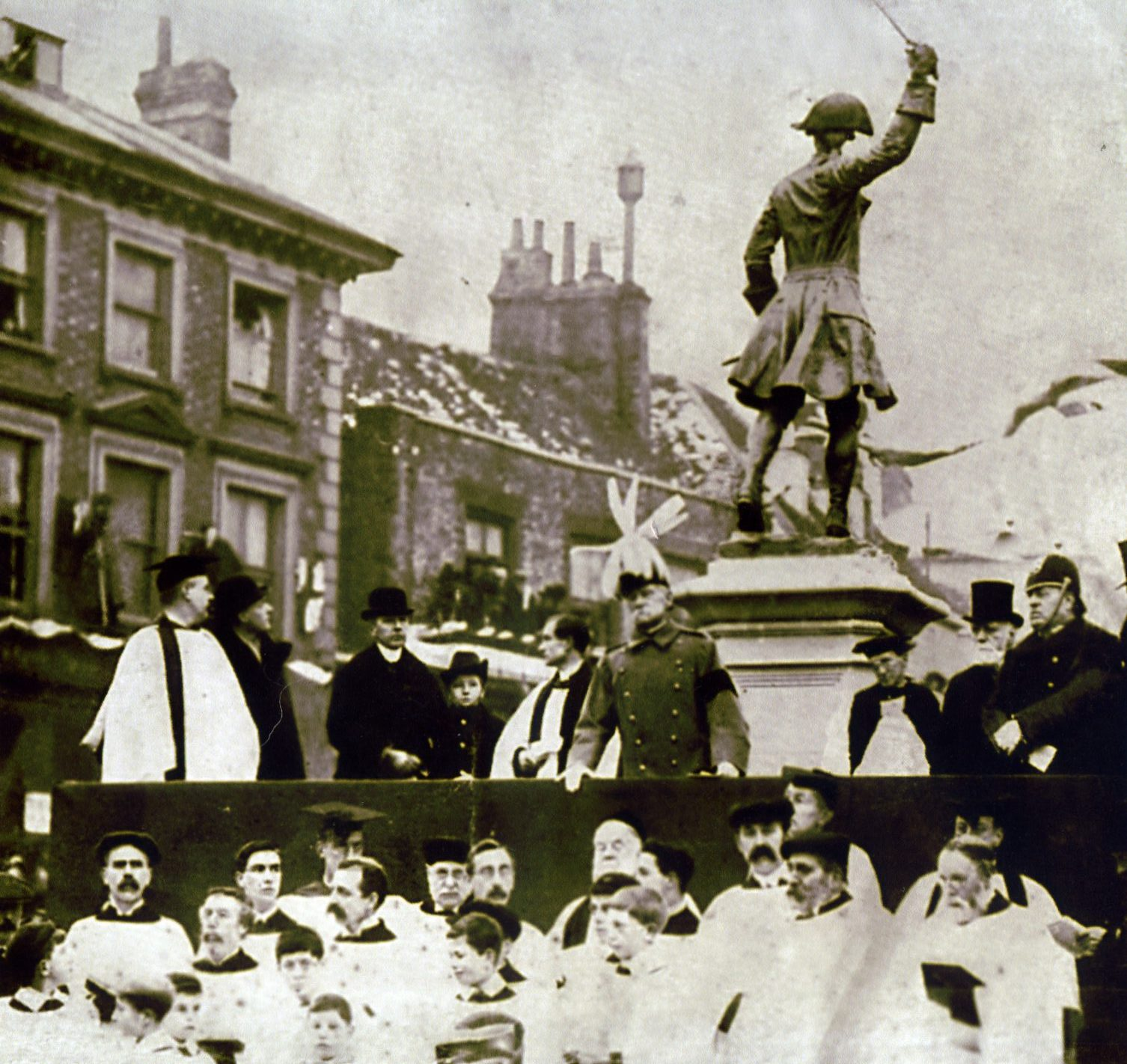 Statue of James Wolfe, Westerham, Kent after being unveiled by Field Marshall Roberts, 2nd Jan 1911.