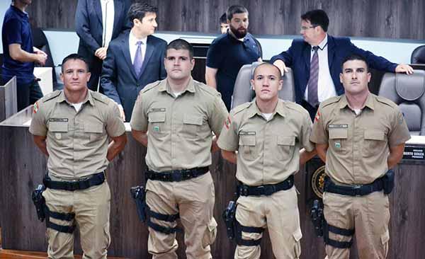 PMs de Balneário são homenageados na Câmara de Vereadores