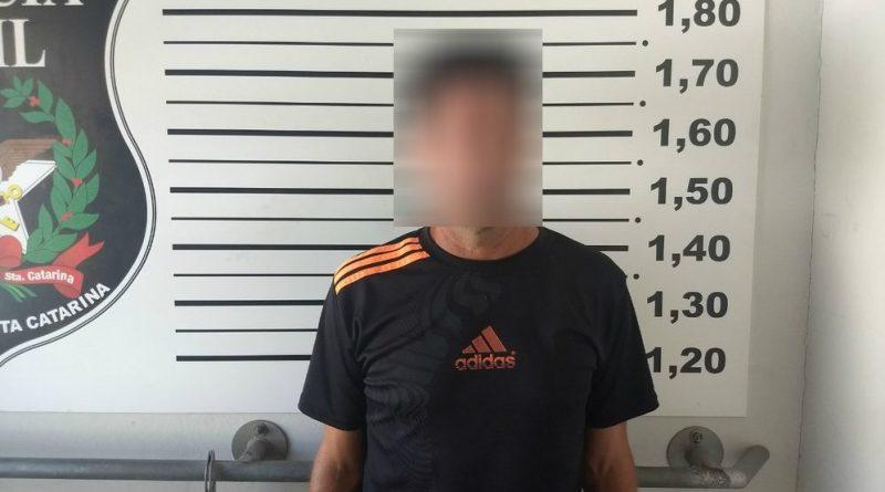 Técnico de futebol é preso acusado de estuprar alunos