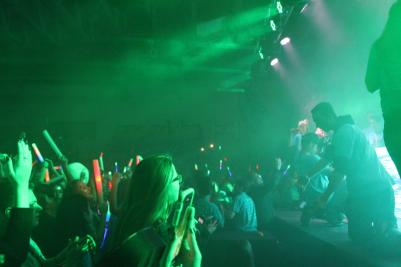 WWAssembly_Stage_Crowd