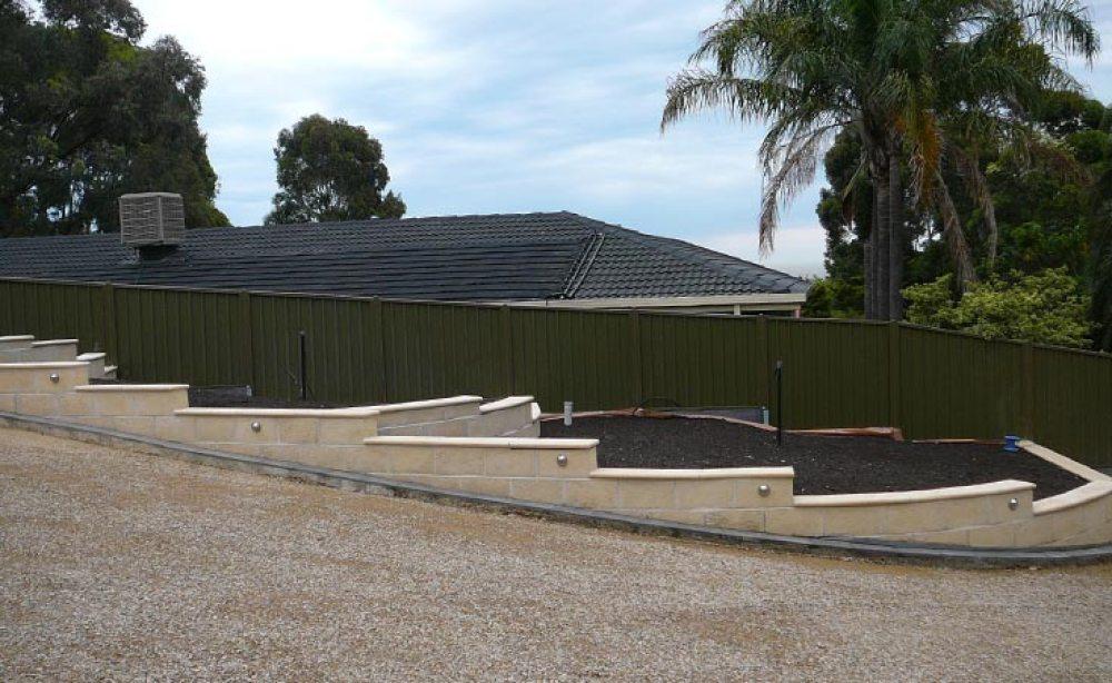 Hewnstone Concrete Block Retaining Wall
