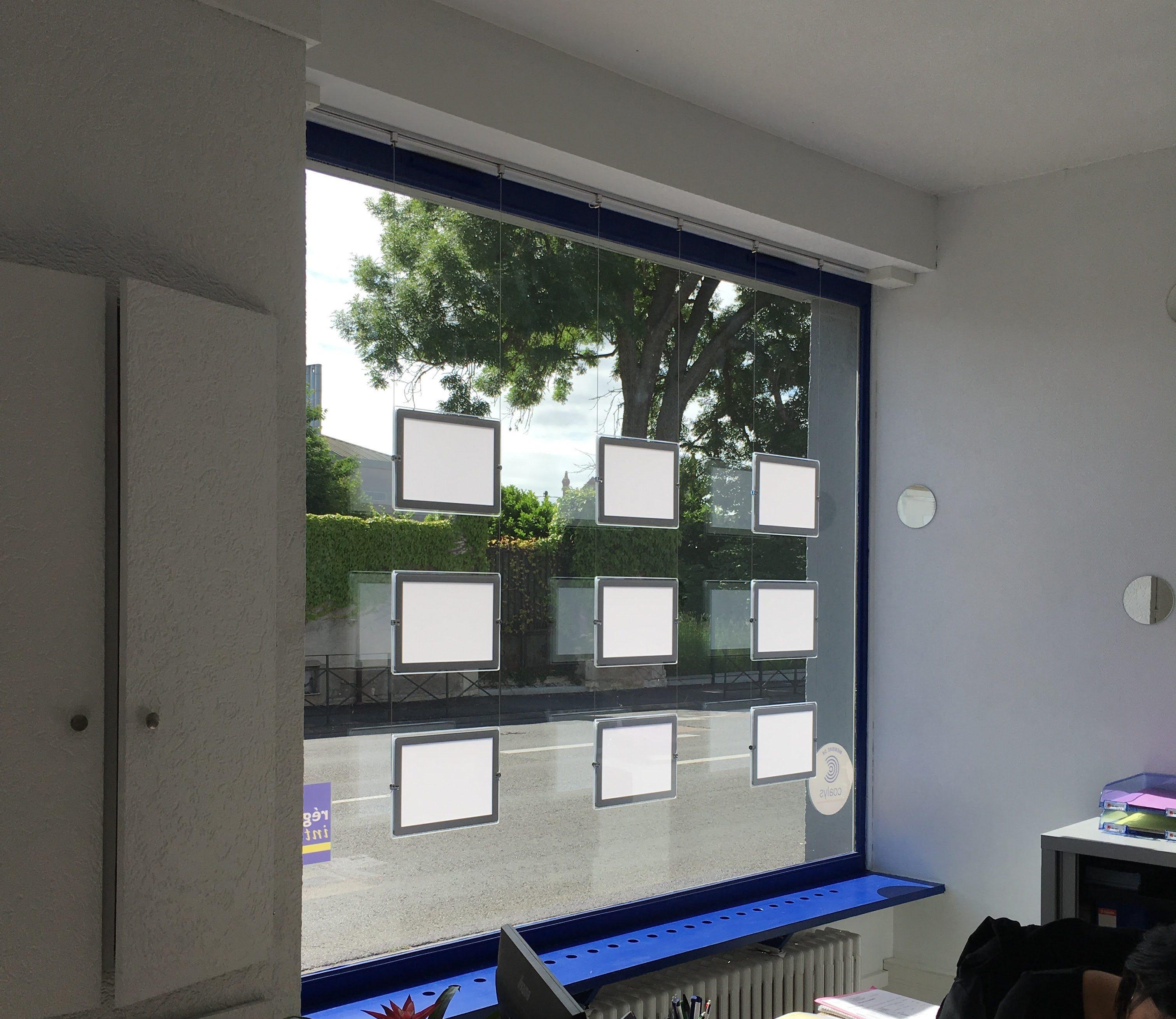 Installation Visuel Intérieur Cadres Porte affiche LED
