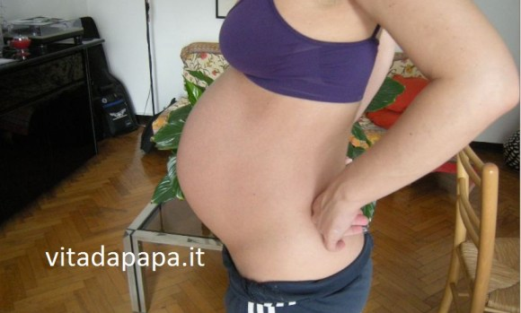 foto pancia gravidanza al settimo mese