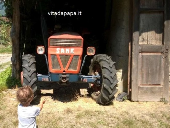 bimbo trattore papà