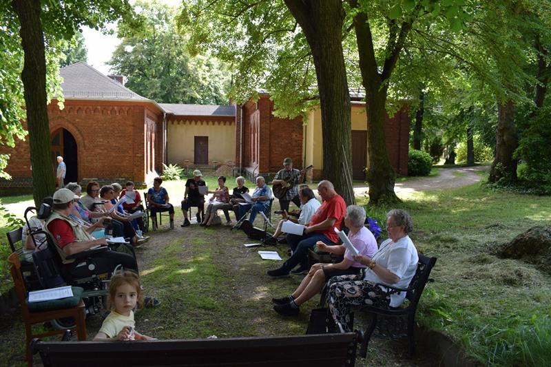 Singen im Arboretum, dem Baumpark
