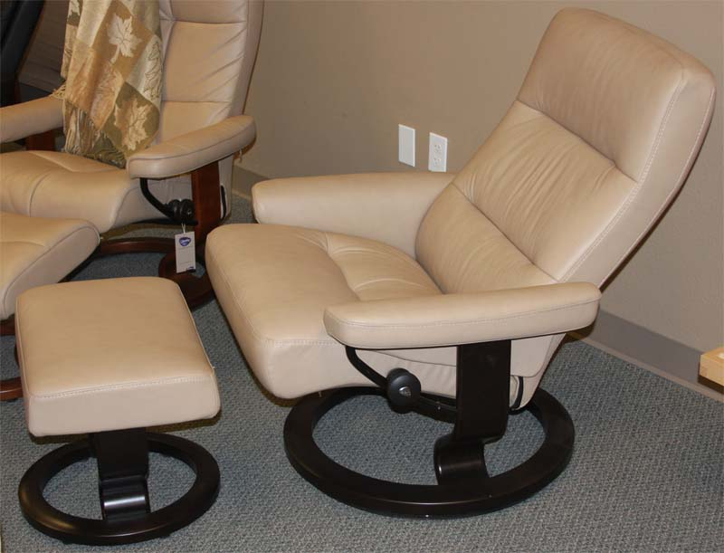 ergonomic chair types target toddler chairs stressless pacific recliner lounger and ottoman by ekornes - norwegian ...