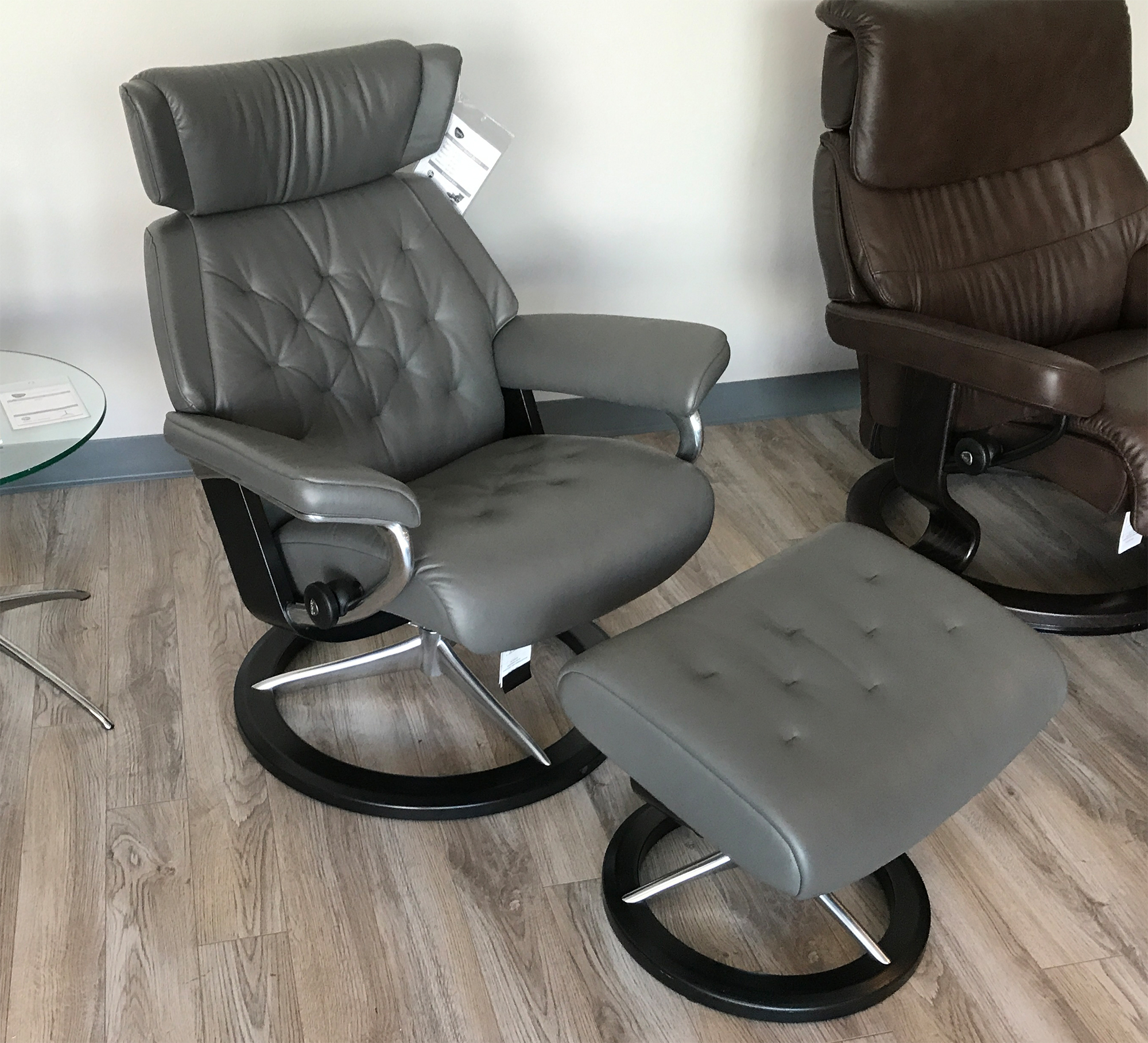 all leather recliner chairs steelcase chair manual stressless skyline signature base paloma metal grey