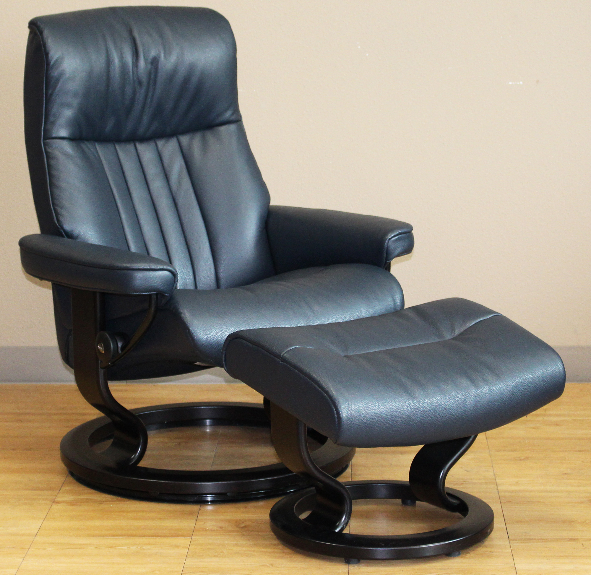 blue recliner chair adirondack chairs from recycled plastic stressless crown cori leather