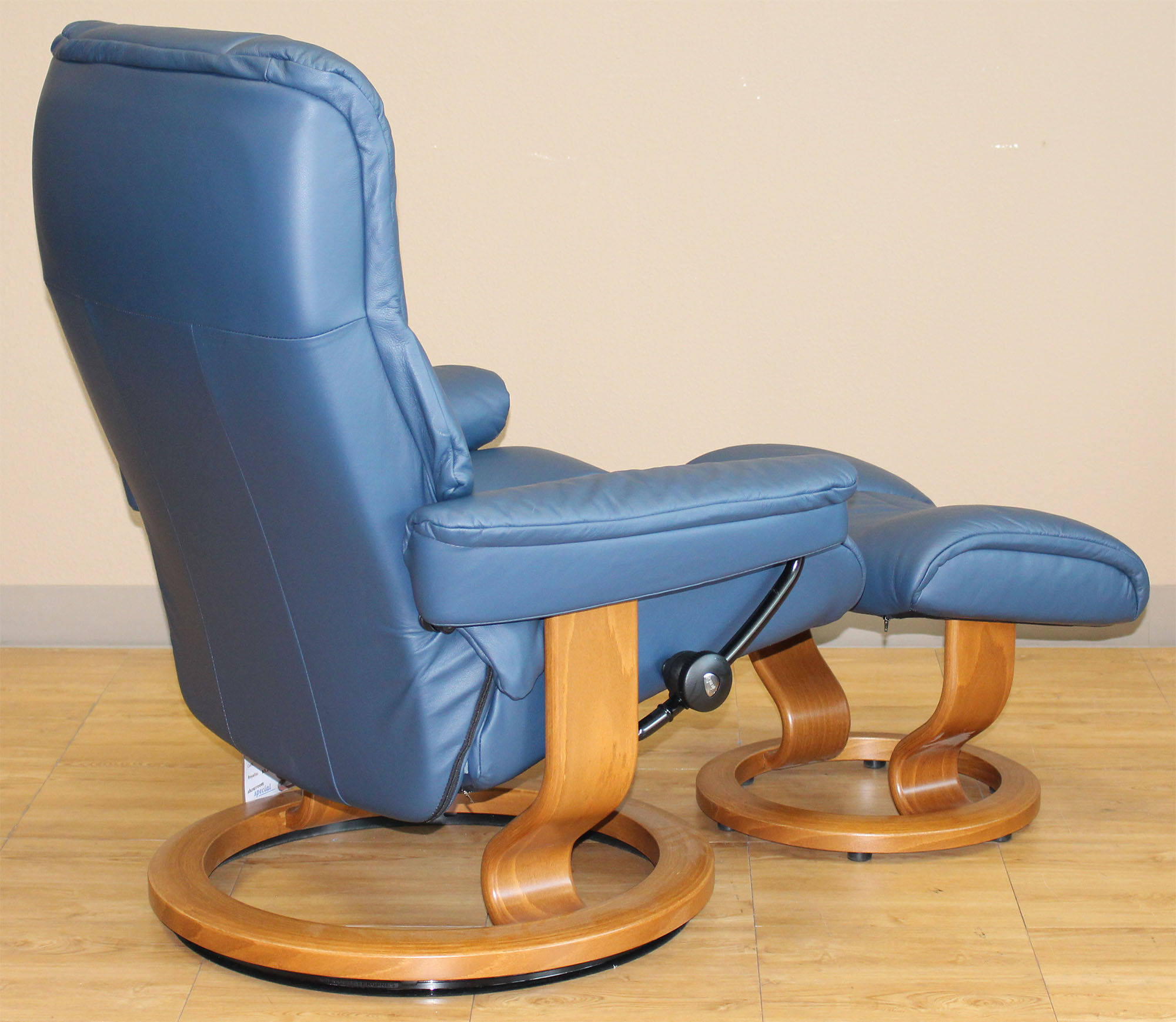 blue recliner chair folding commode stressless chelsea small mayfair paloma oxford
