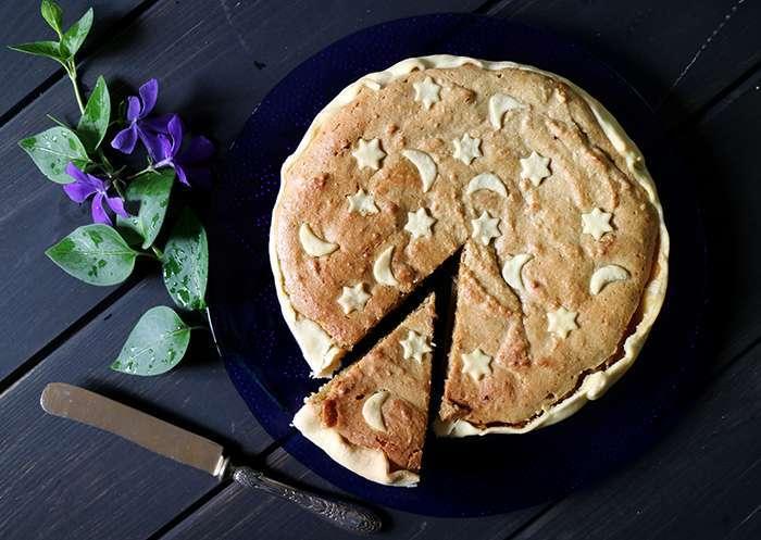torta alla crema di mandorle e albicocche