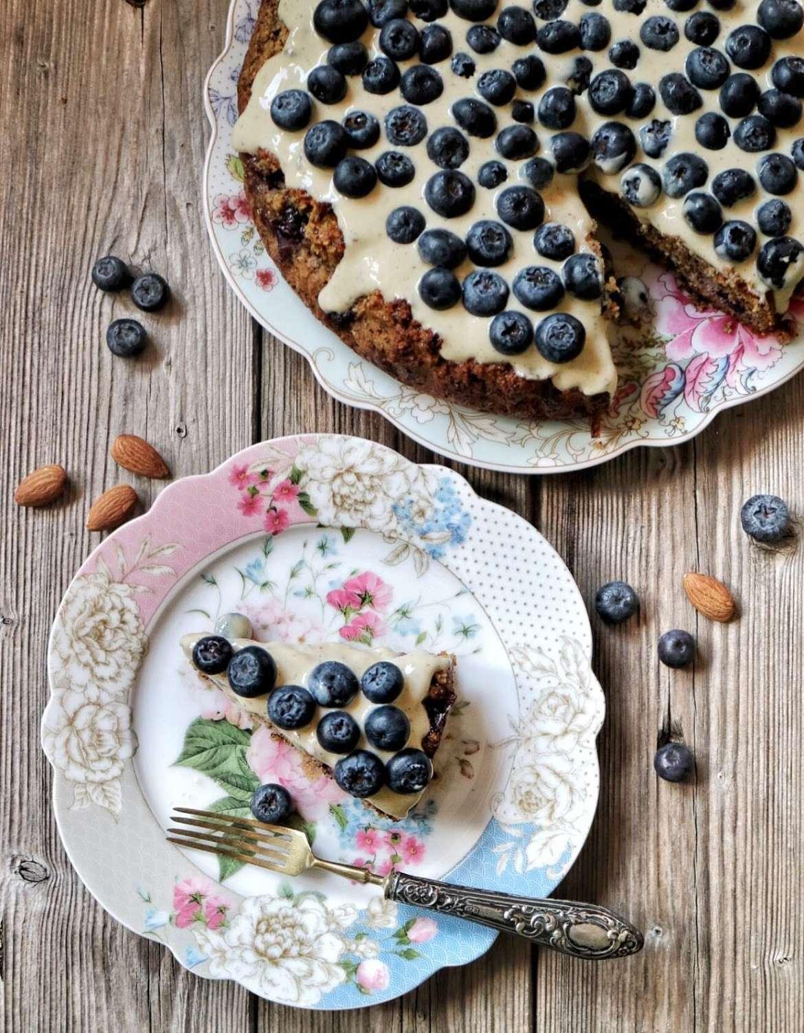 torta di mandorle e mirtilli