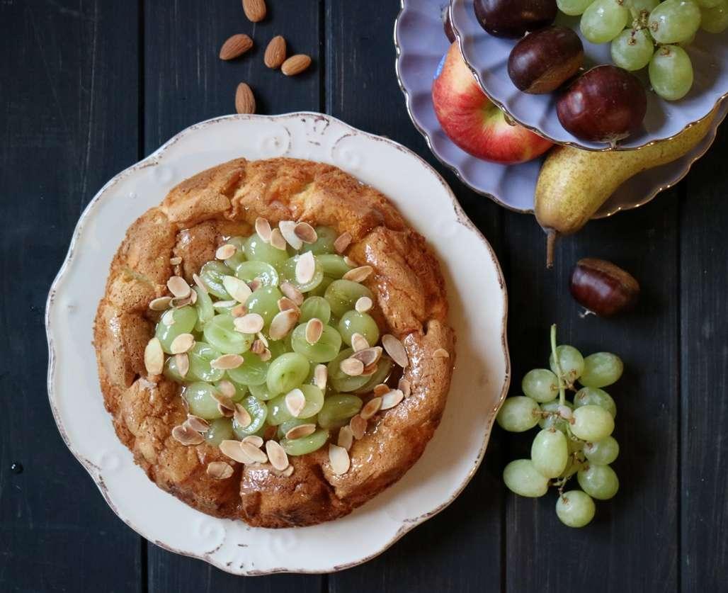 torta mandorle uva