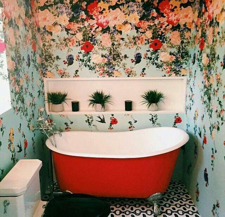 la carta da parati è bella anche in bagno
