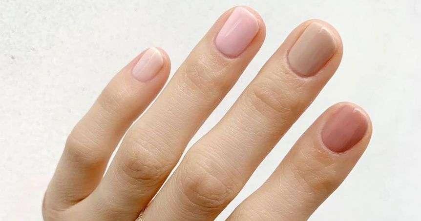 unghie di colori diversi - gradient manicure