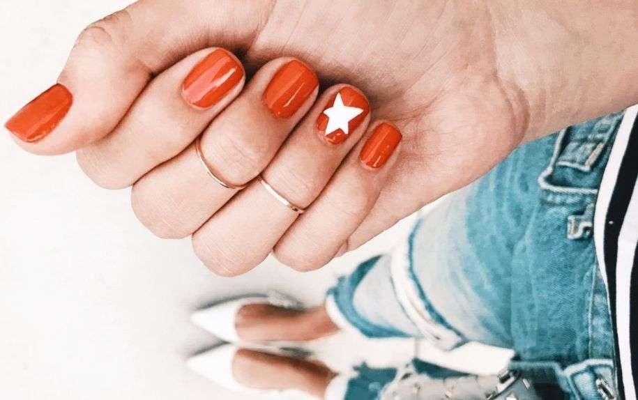 Lo smalto arancione per le nuove unghie 2019