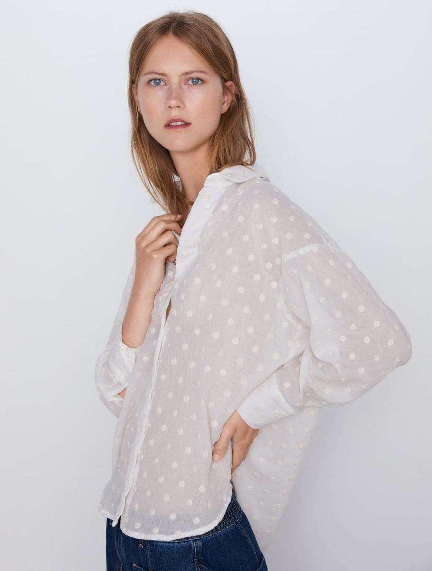 camicia di zara coi pois ricamati tono su tono