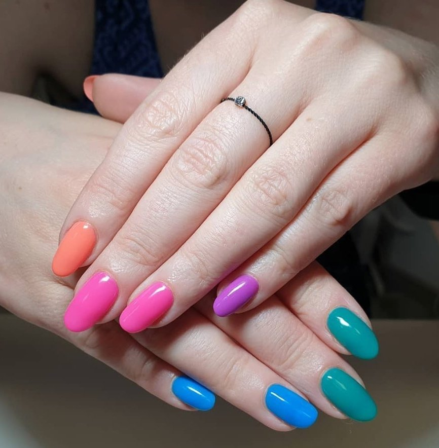 I colori dell'estate 2019 per le unghie