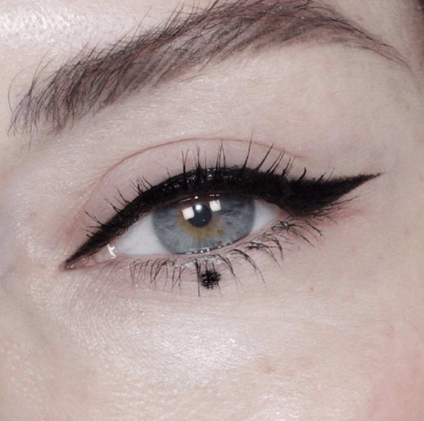 dot eyeliner con puntino