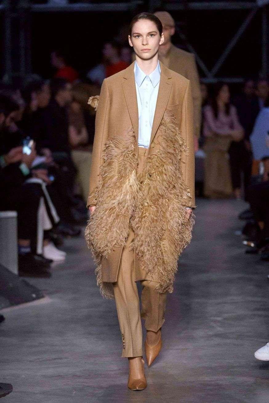 cappotti ricoperti di piume