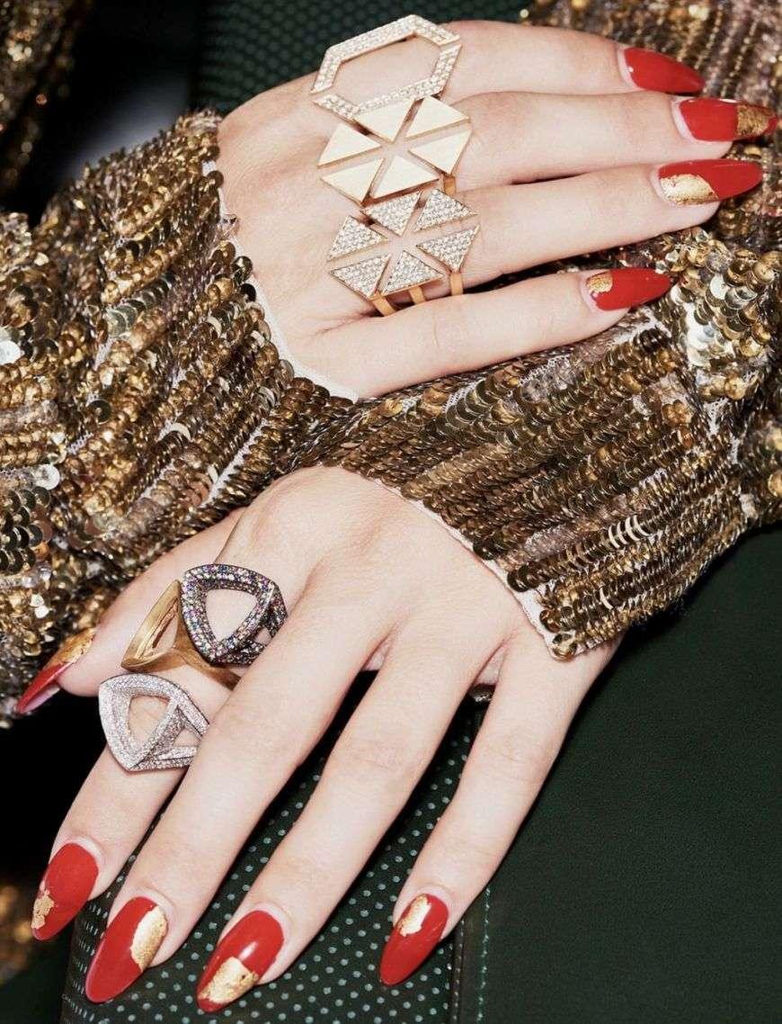 unghie rosse e oro