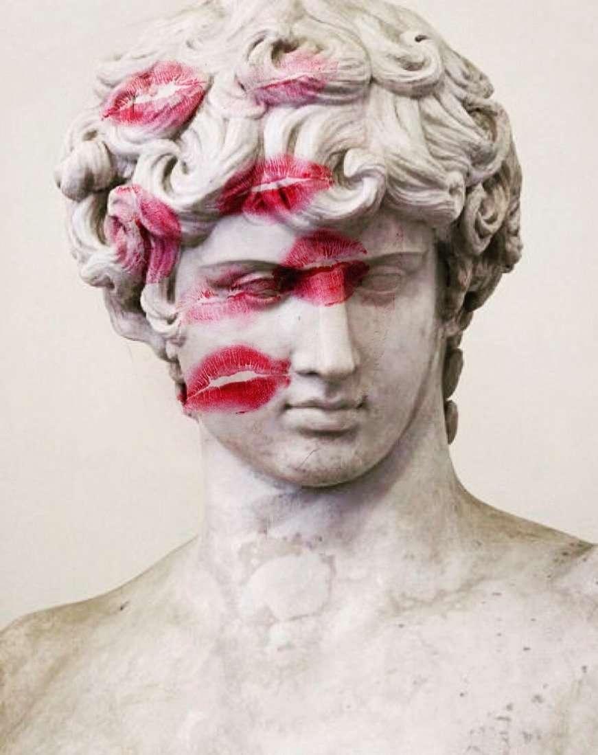 statua con i baci