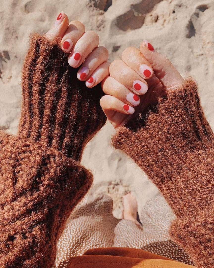 dots manicure