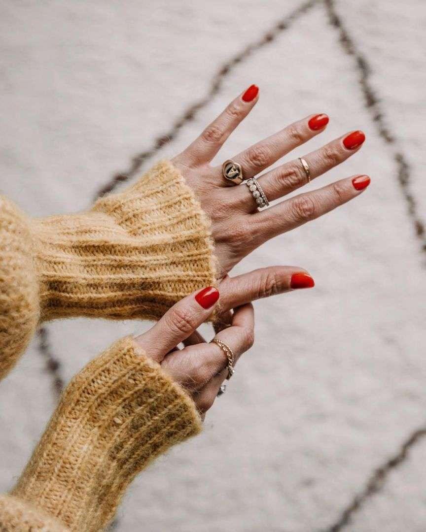 smalto rosso manicure