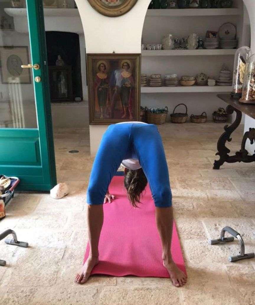 anna dello russo fa yoga