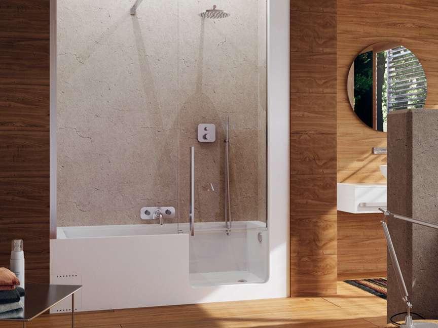 Interno bagno con doccia
