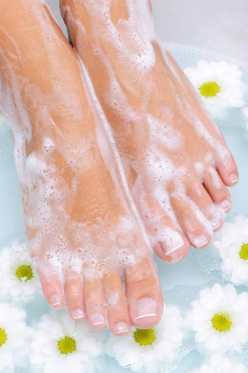 pedicure piedi