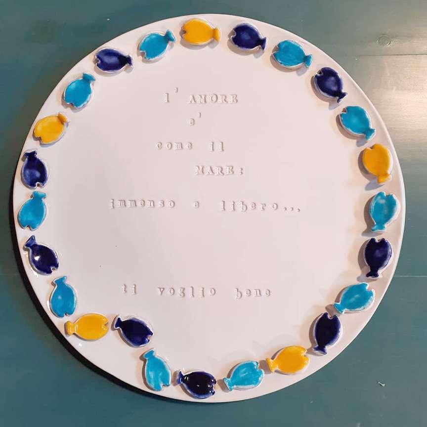 piatto in ceramica fatto a mano