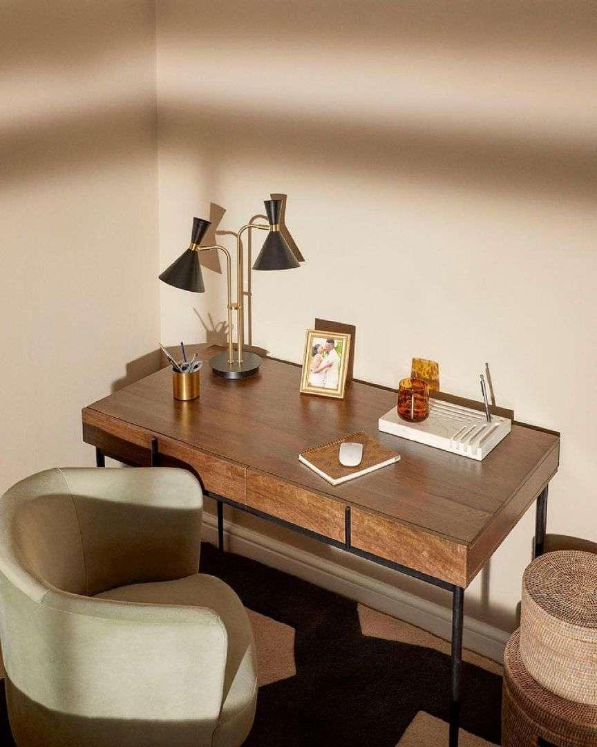 scrivania bella in legno