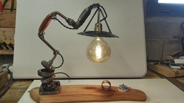 Lampe perceuse manuelle