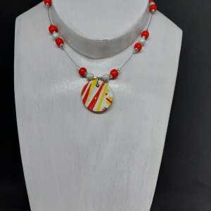 Collier pendentif rouge et jaune