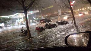 Chuva forte em Campina Grande alaga cidade e assusta moradores